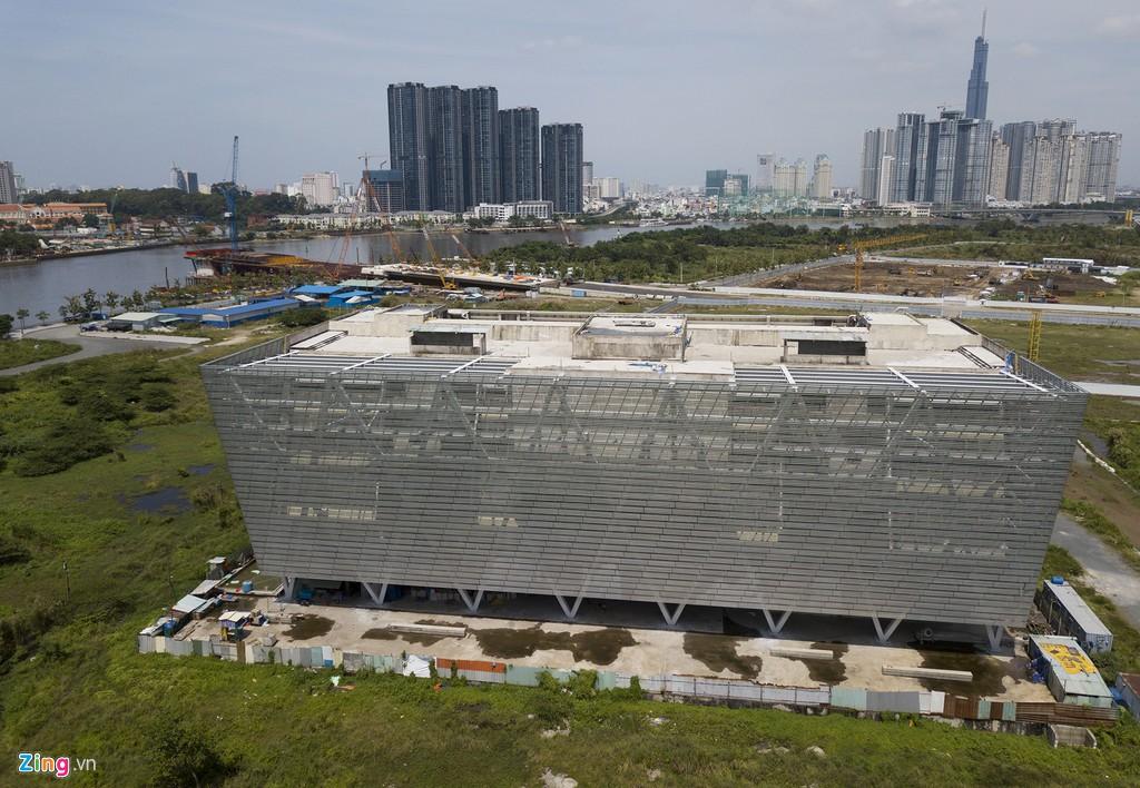 Trung tâm triển lãm 800 tỉ đồng nằm trơ trọi giữa Thủ Thiêm - Ảnh 4.