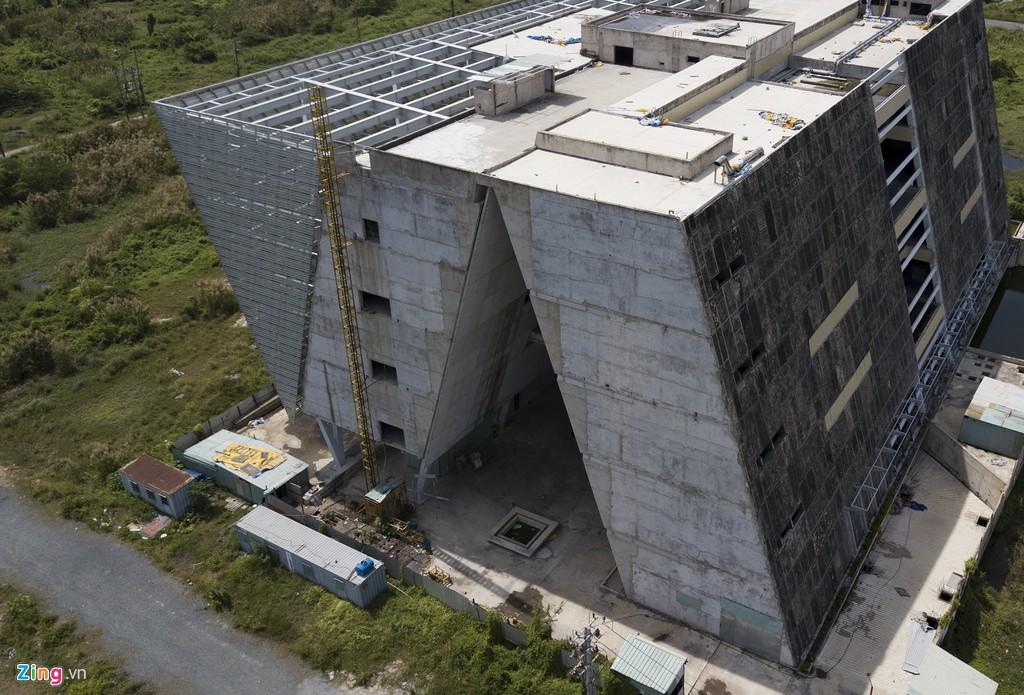 Trung tâm triển lãm 800 tỉ đồng nằm trơ trọi giữa Thủ Thiêm - Ảnh 5.