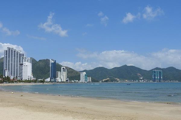 Khánh Hòa: Hàng loạt dự án ven đồi núi cấp phép sai quy hoạch - Ảnh 1.