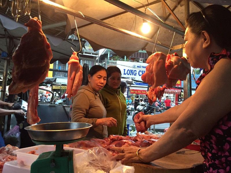 Sốc: Thịt heo hơi lên 78.000 đồng/kg, tranh nhau mua - Ảnh 1.