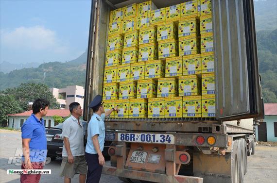 Nông sản xuất qua cửa khẩu Thanh Thủy tăng mạnh - Ảnh 1.