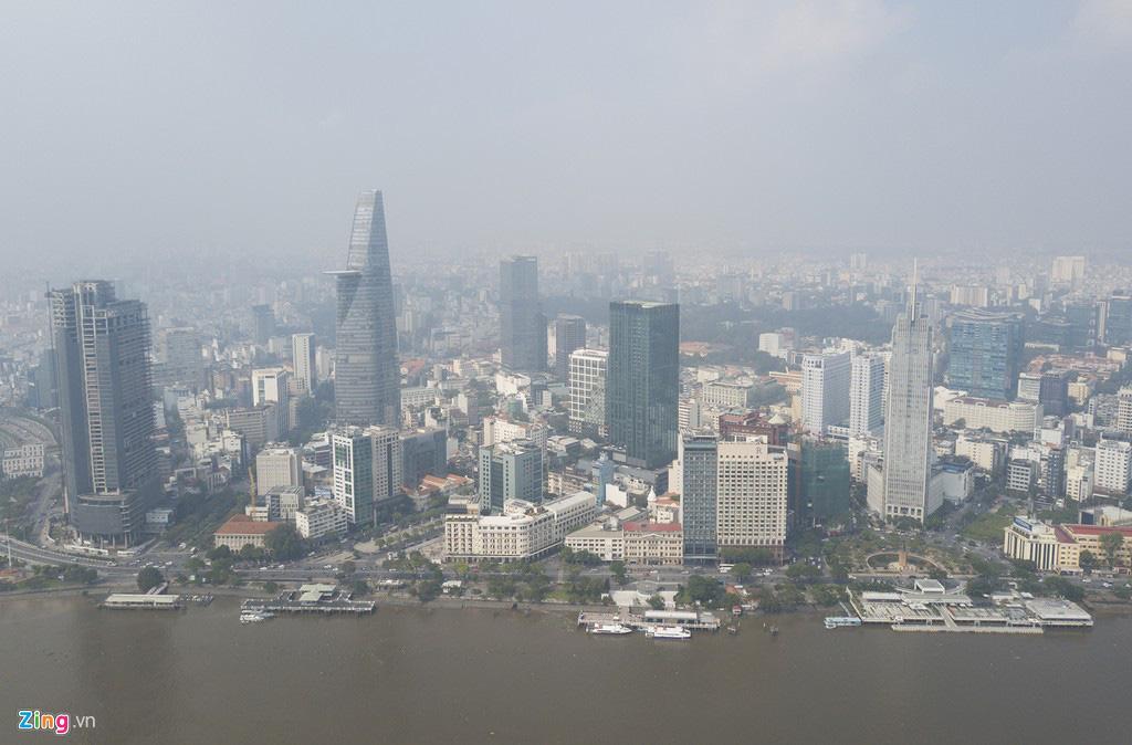 Bầu trời mịt mù thời điểm TP.HCM ô nhiễm thứ 4 thế giới - Ảnh 1.