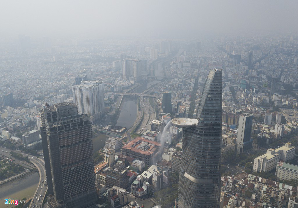 Bầu trời mịt mù thời điểm TP.HCM ô nhiễm thứ 4 thế giới - Ảnh 3.