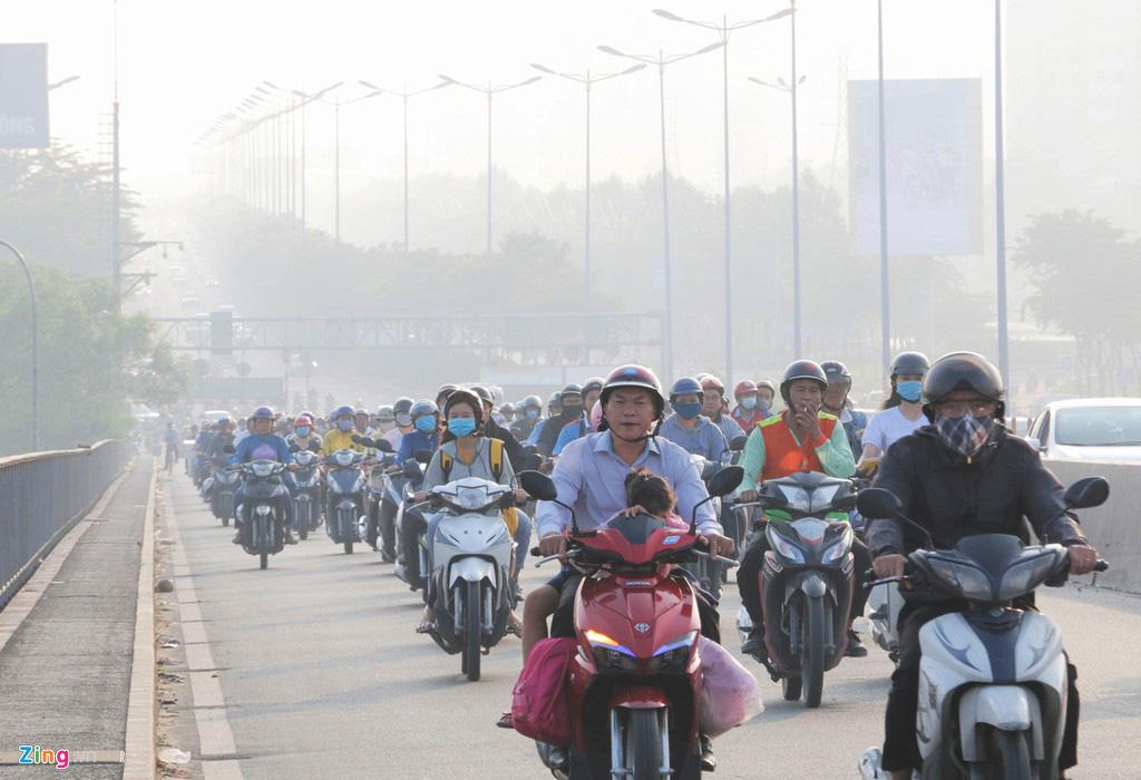 Bầu trời mịt mù thời điểm TP.HCM ô nhiễm thứ 4 thế giới - Ảnh 5.