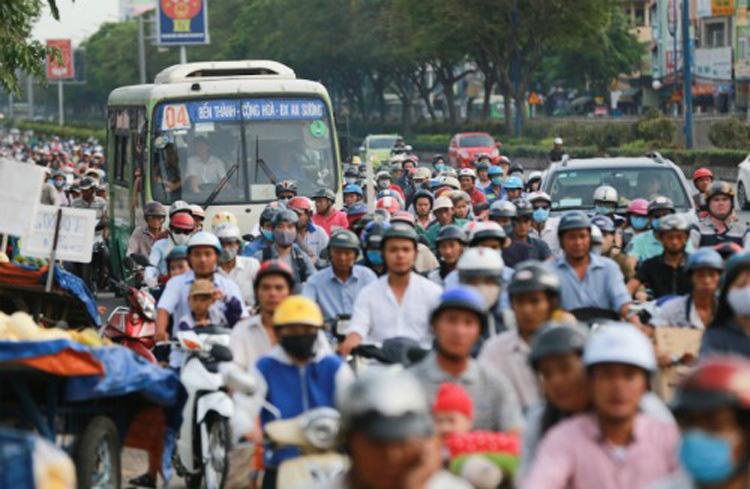 Người Sài Gòn bỏ xe buýt - Ảnh 1.