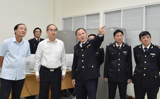 Bí thư Thành ủy TP HCM Nguyễn Thiện Nhân: Xem xét thu phí hạ tầng cảng biển tại TPHCM - Ảnh 2.