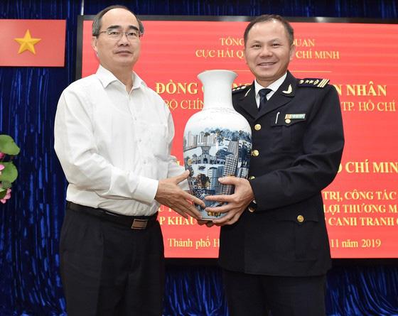 Bí thư Thành ủy TP HCM Nguyễn Thiện Nhân: Xem xét thu phí hạ tầng cảng biển tại TPHCM - Ảnh 3.