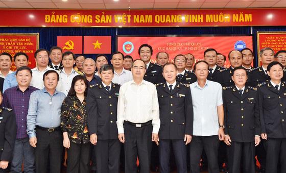 Bí thư Thành ủy TP HCM Nguyễn Thiện Nhân: Xem xét thu phí hạ tầng cảng biển tại TPHCM - Ảnh 4.