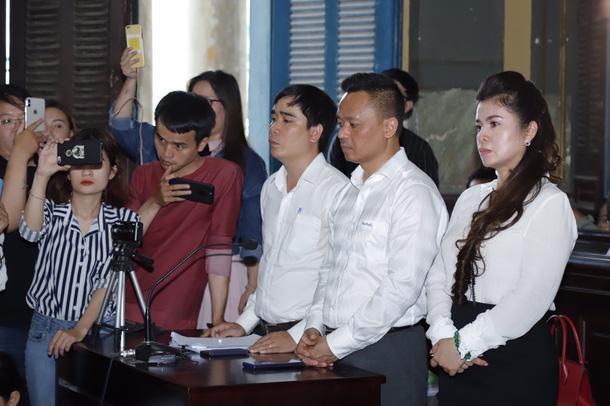 Bà Lê Hoàng Diệp Thảo trong phiên xử sơ thẩm vụ ly hôn với ông Đặng Lê Nguyên Vũ - Cà phê Trung Nguyên