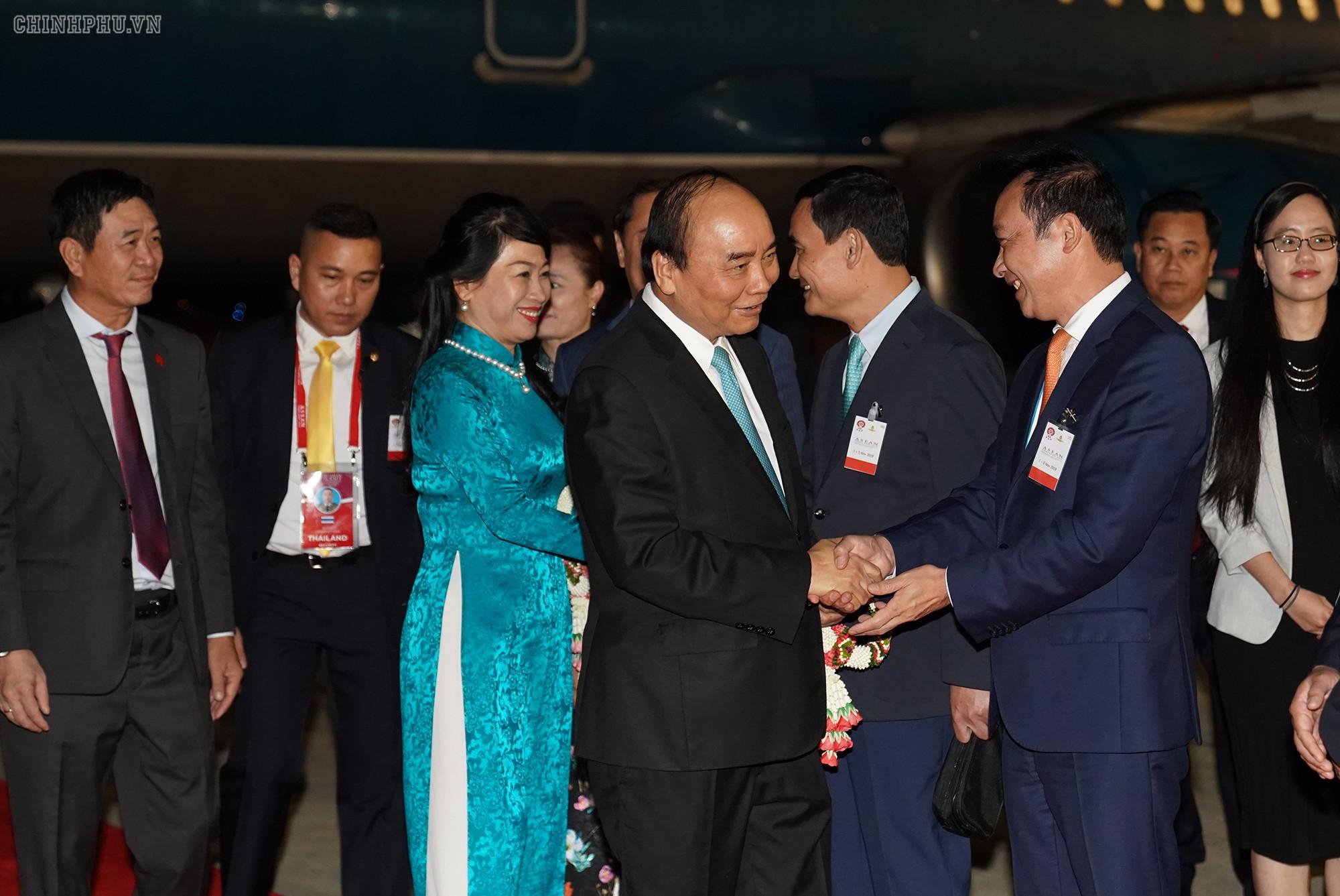 Thủ tướng đến Thái Lan, bắt đầu chuyến tham dự Cấp cao ASEAN - Ảnh 1.