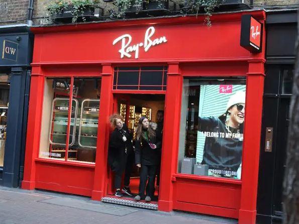Gia tộc tỉ phú Hà Lan từng sở hữu Ray Ban kiếm 4 tỉ đô trong mùa hè - Ảnh 1.