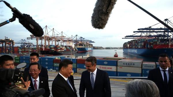 Trung Quốc đã mua hết cảng chính của Hy Lạp và biến thành cảng lớn nhất ở châu Âu - Ảnh 1.
