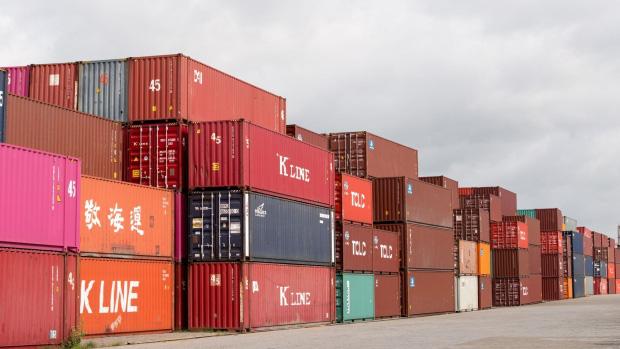 Bloomberg: Nếu hàng Việt Nam bị Mỹ áp thuế 25% giống hàng Trung Quốc, nguy cơ tăng trưởng GDP giảm 1 điểm % - Ảnh 1.
