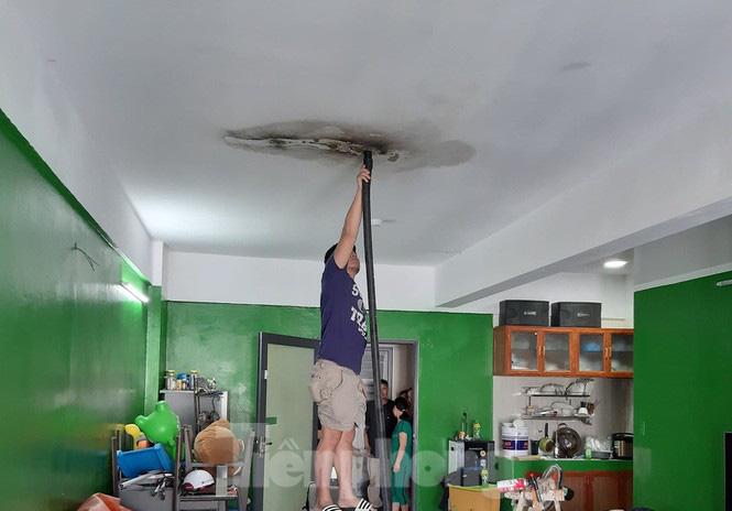 Sống trong sợ hãi ở căn hộ bị thấm nước, chập điện của dự án 1.000 tỉ - Ảnh 2.