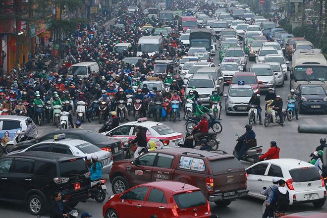 Sao phải tính 'triệt đường' dân nhập cư vào TP HCM, Hà Nội? - Ảnh 3.