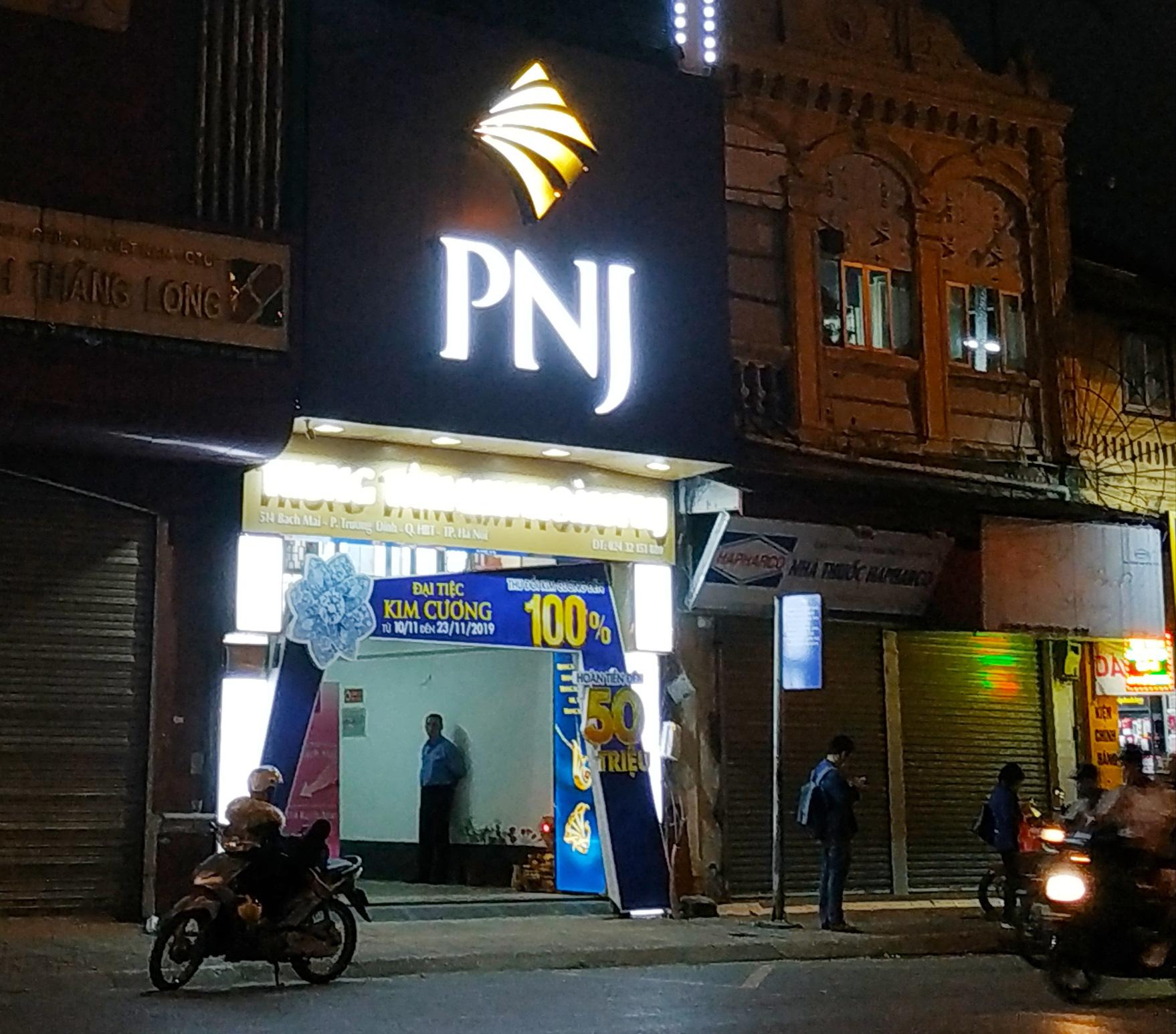 PNJ thua lỗ trong tháng 4, doanh thu giảm gần một nửa - Ảnh 3.