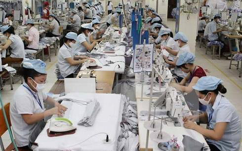 Ngành dệt may Campuchia sẽ chịu thiệt hại lớn nếu EU áp đặt trừng phạt thương mại - Ảnh 1.