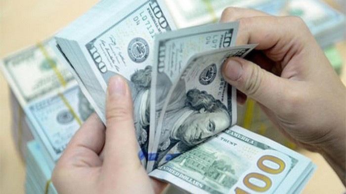 Giá USD trong nước đồng loạt lao dốc sau động thái hạ giá mua của NHNN - Ảnh 1.