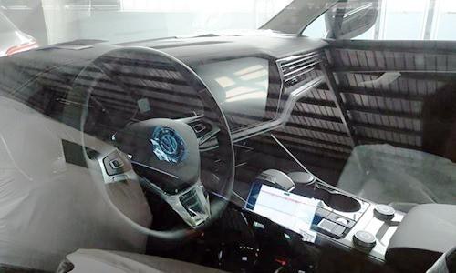 Hải quan tịch thu xe Volkswagen có bản đồ đường lưỡi bò - Ảnh 1.