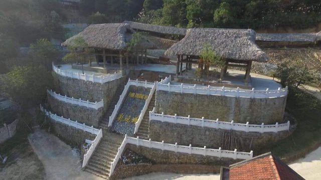 Công trình 'bí ẩn' trên núi Lạng Sơn từng là bối cảnh phục vụ đoàn phim Trung Quốc? - Ảnh 1.