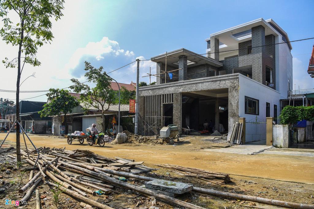 'Biệt thự rỗng' ở làng xuất khẩu lao động giàu nhất Hà Tĩnh - Ảnh 11.