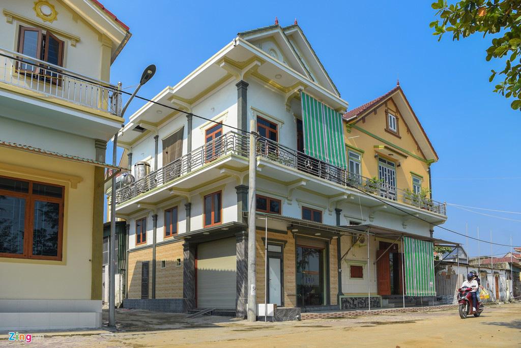'Biệt thự rỗng' ở làng xuất khẩu lao động giàu nhất Hà Tĩnh - Ảnh 3.