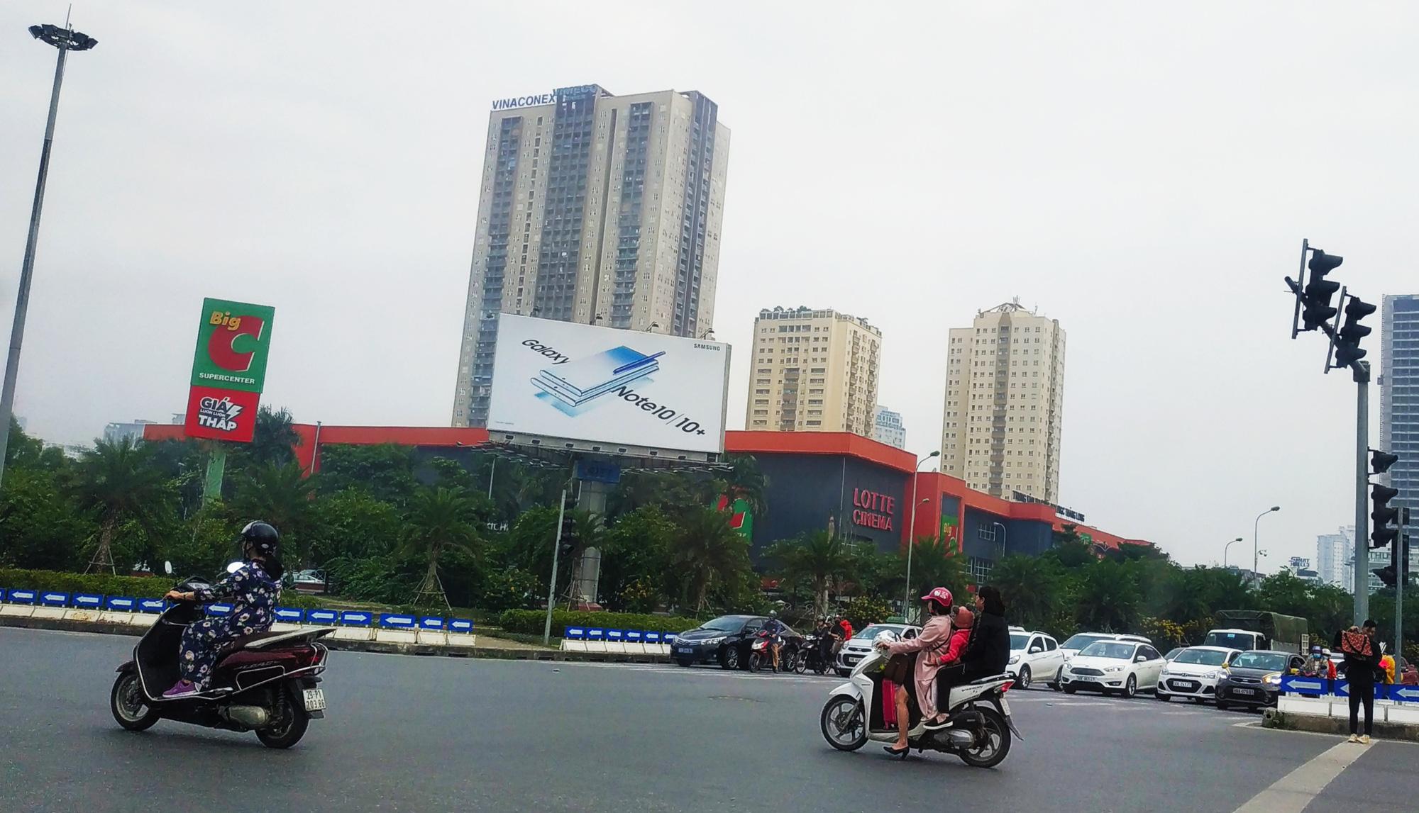 Virus corona làm khó nhiều mảng đời sống Việt Nam: Từ giáo dục, du lịch tới từ thiện - Ảnh 1.