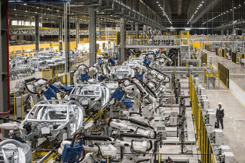 Những robot hàn tại nhà máy VinFast - Hải Phòng