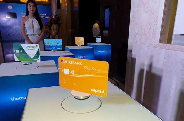 Mới có 10% thẻ ngân hàng được chuyển từ thẻ từ sang chip - Ảnh 1.