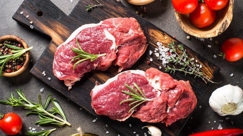 Giá thịt heo hôm nay 12/12: Bàng quan trước giá heo hơi chạm đỉnh - Ảnh 1.