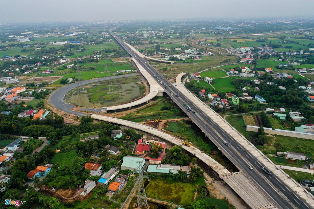 Cao tốc Bến Lức - Long Thành dở dang sau 5 năm thi công - Ảnh 1.