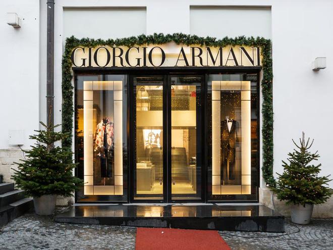 Khối tài sản hào nhoáng 11,2 tỉ USD của ông trùm thời trang Italy - Ảnh 8.