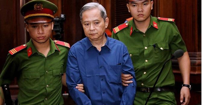 Xét xử ông Nguyễn Hữu Tín giao đất trái luật: Tòa nói về tài liệu mật - Ảnh 1.