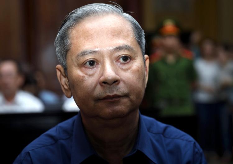 Ông Nguyễn Hữu Tín từ chối trả lời về các tài liệu mật  - Ảnh 1.