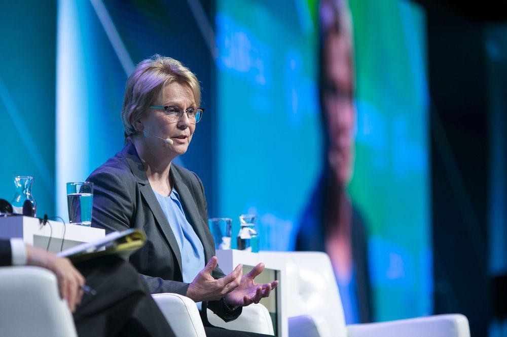 Thương vụ 38 tỉ USD bế tắc, nữ tướng dầu khí tìm đến Warren Buffett nhờ ra tay tương trợ - Ảnh 1.