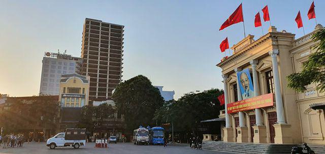 Cử tri Hải Phòng chất vấn về tòa nhà 25 tầng bỏ hoang giữa trung tâm thành phố - Ảnh 2.