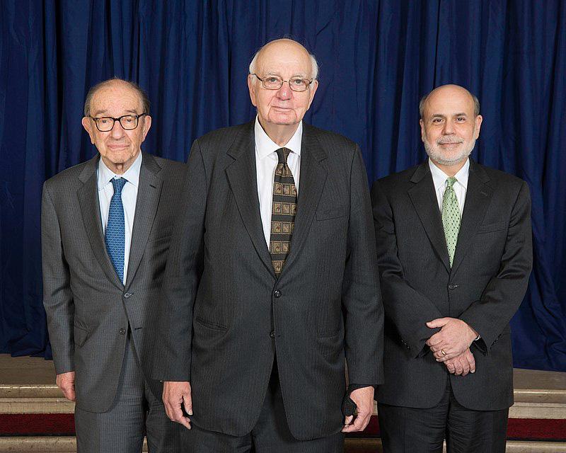 800px-Alan_Greenspan%2C_Paul_Volcker_and_Ben_Bernanke_-_2014_%2813896577879%29