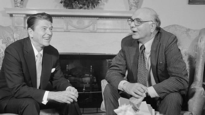 'Dũng sĩ diệt lạm phát', Cựu Chủ tịch Fed Paul Volcker qua đời ở tuổi 92 - Ảnh 1.