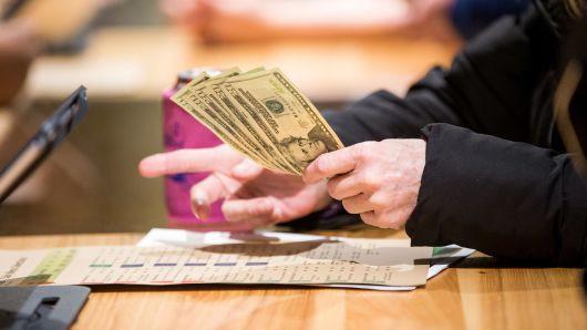 Tờ 100 USD lưu hành tràn lan, nghi ngờ liên quan đến tham nhũng toàn cầu - Ảnh 1.