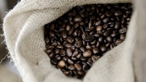 Giá cà phê kì hạn giảm xuống mức thấp nhất kể từ năm 2006 - Ảnh 1.