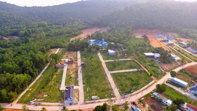 Kiên Giang: Đất đai Phú Quốc thế nào khi lệnh tạm ngưng tách thửa chưa được dỡ bỏ? - Ảnh 1.