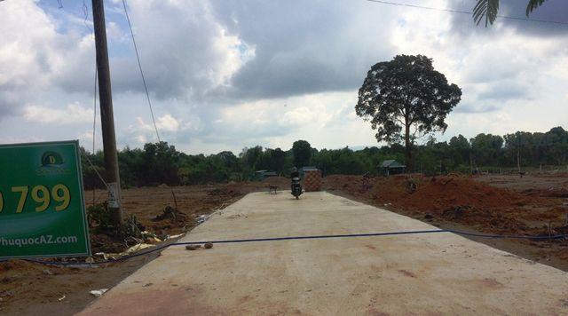 Kiên Giang: Đất đai Phú Quốc thế nào khi lệnh tạm ngưng tách thửa chưa được dỡ bỏ? - Ảnh 2.