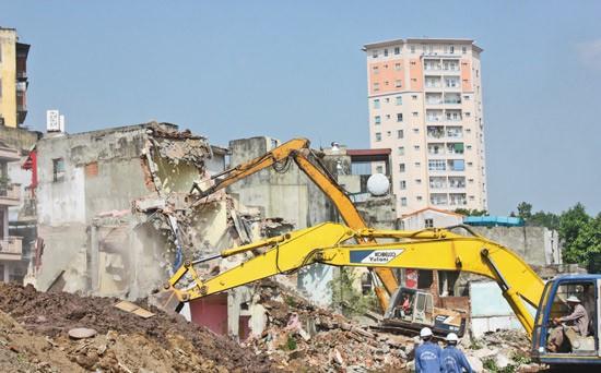 Cán bộ bao che, tiếp tay cho sai phạm xây dựng có thể bị truy cứu trách nhiệm hình sự, bồi thường thiệt hại - Ảnh 1.