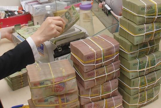 Lương thưởng tăng mạnh, nhân viên ngân hàng trở lại thời hoàng kim - Ảnh 1.