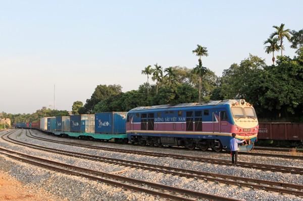 Tuyến đường sắt nối Việt Nam với Châu Âu vừa khởi động, hàng hóa LG, Samsung từ Hà Nội đến Duisburg mất 22 ngày - Ảnh 1.