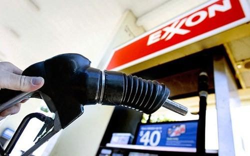 Giá xăng dầu hôm nay (7/3): Diễn biến trái chiều do tồn kho dầu thô Mỹ tăng - Ảnh 1.