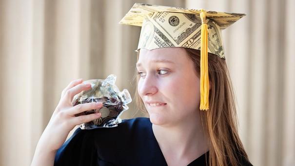 5 lời khuyên tài chính cơ bản nhất cho sinh viên mới tốt nghiệp - Ảnh 1.
