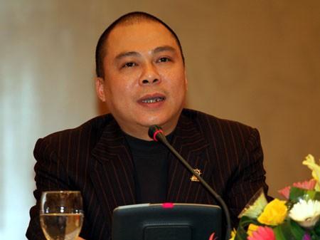 Bắt tạm giam nguyên chủ tịch AVG Phạm Nhật Vũ với cáo buộc đưa hối hộ - Ảnh 1.