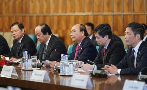 Thủ tướng Nguyễn Xuân Phúc hội đàm Thủ tướng Romania - Ảnh 2.