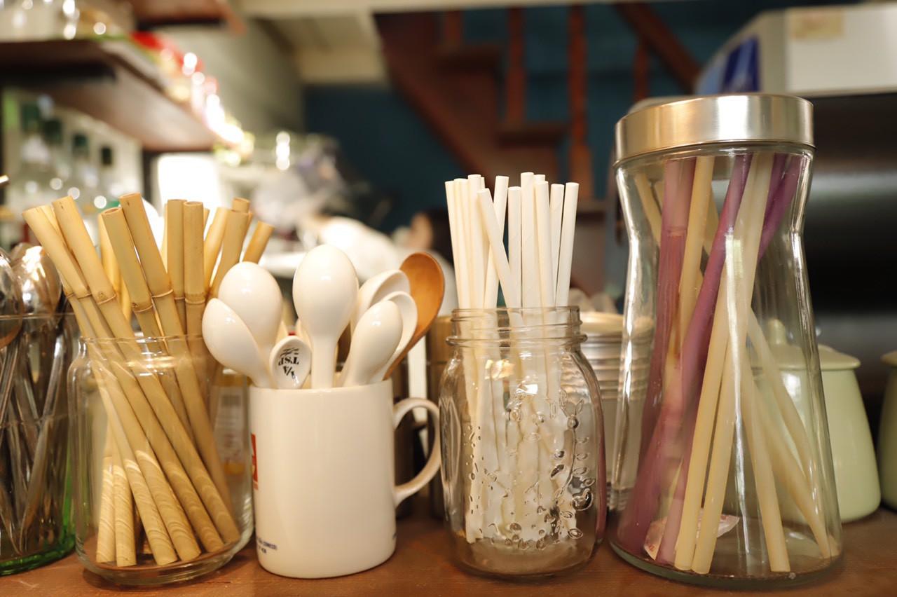 Nhiều cơ sở kinh doanh đón lượng khách lớn hơn nhờ bỏ ống hút nhựa - Ảnh 1.